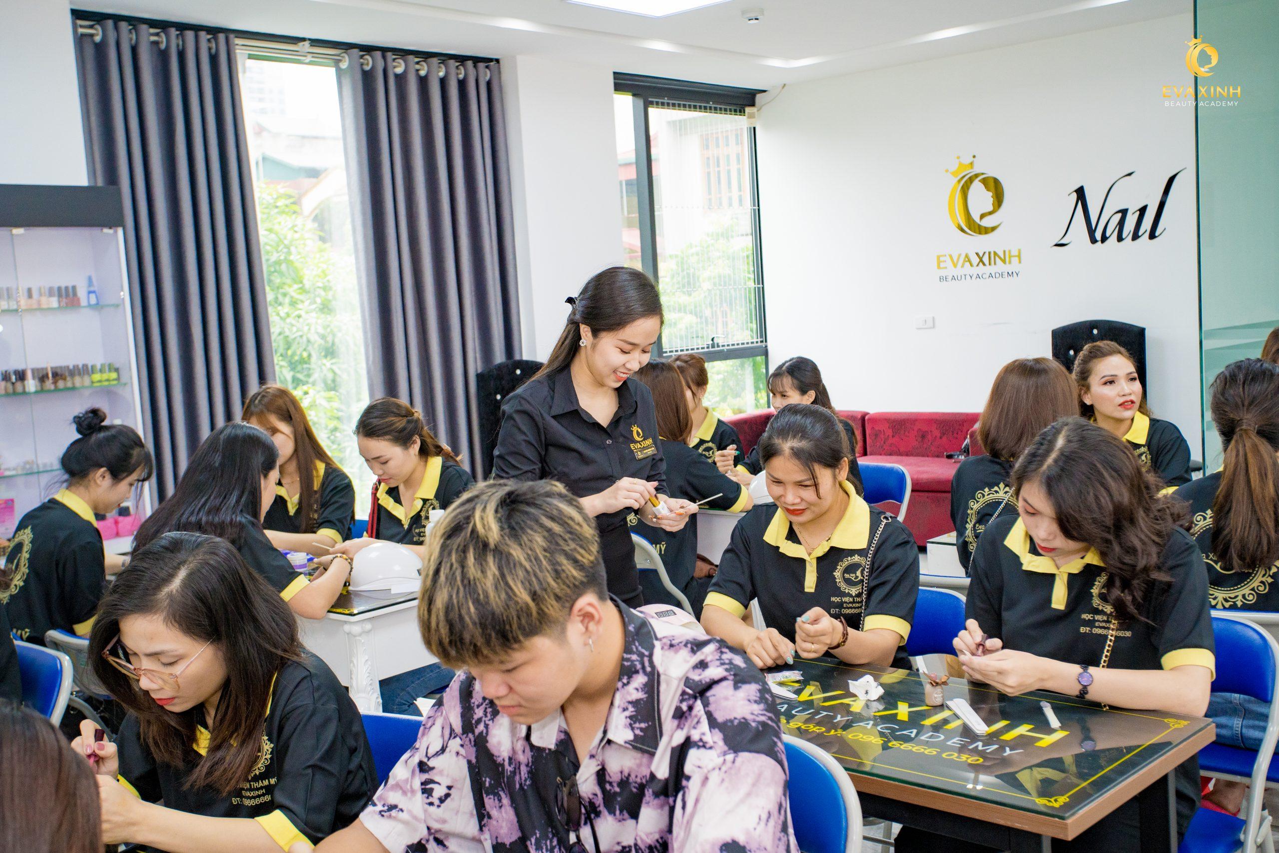 Khoá học học nail dành cho người đi Châu Âu tại Eva Xinh
